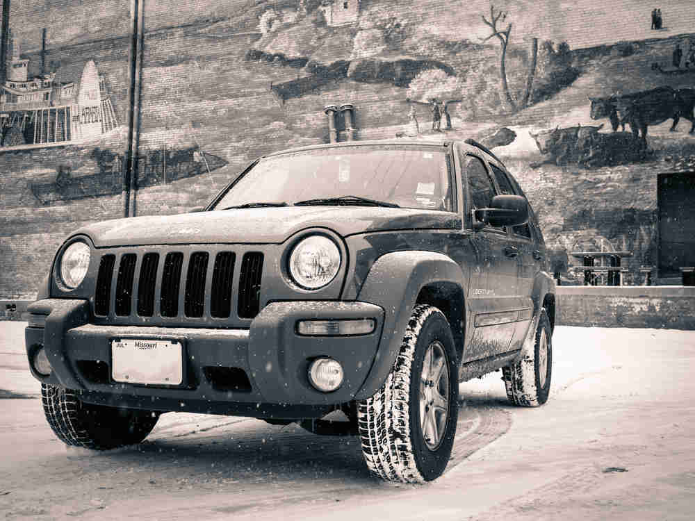 Jeep Liberty on a snowy day in front of Kansas City mural