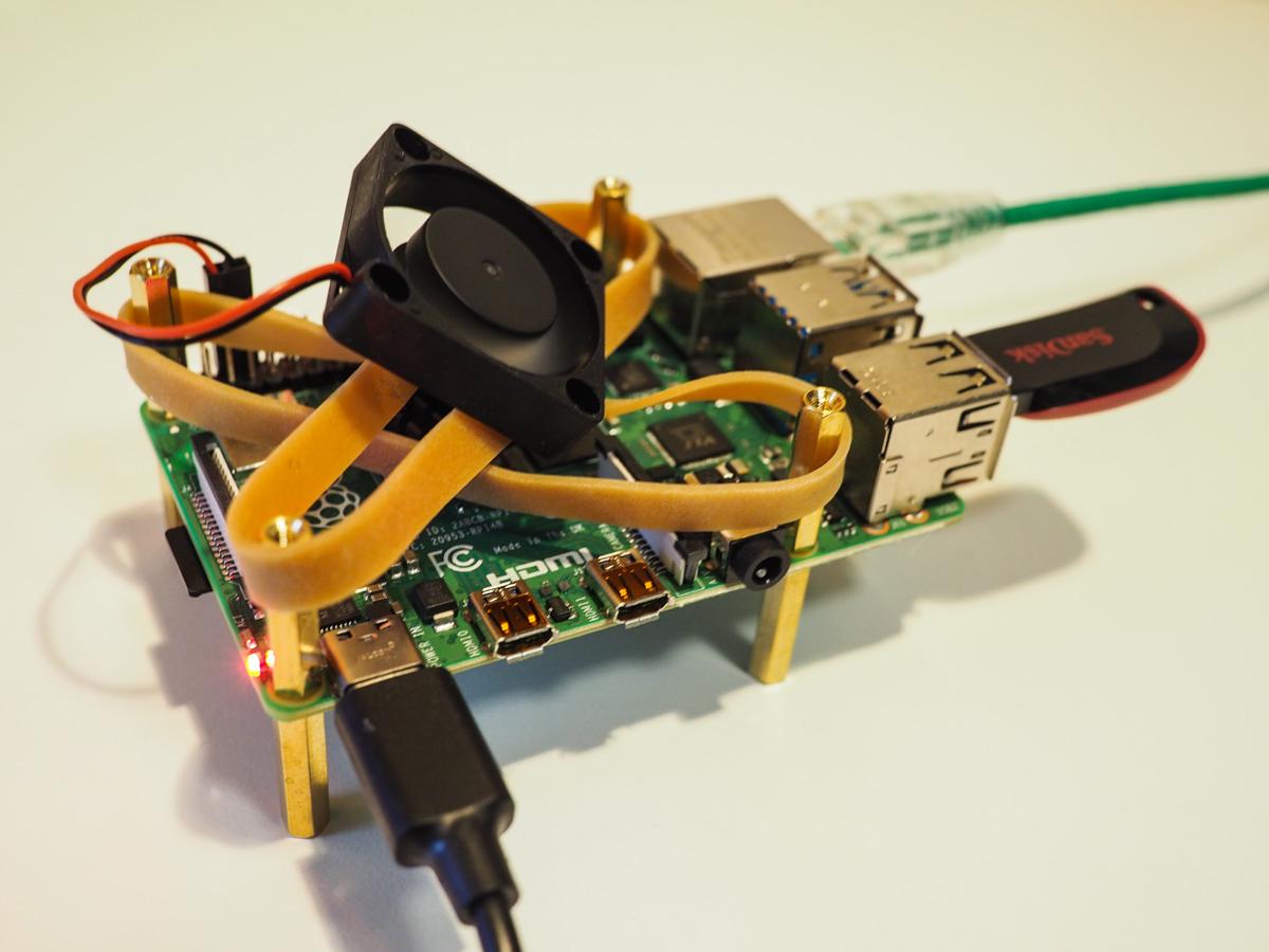 Raspberry Pi 4 with aluminum heatsink and 30mm fan temperature test